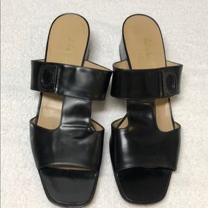 💯 Auth Ferragamo slides - in good condition